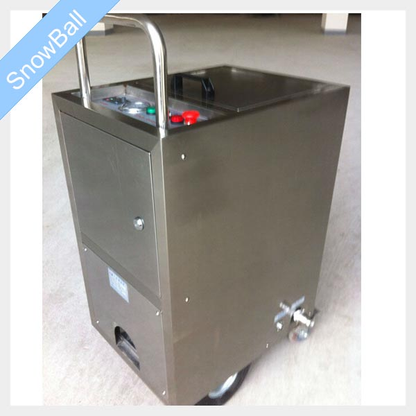 cleaning machine with dry ice